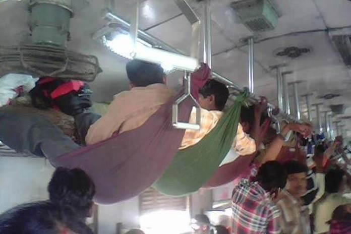 ट्रेन में हैंगिंग गॉर्डन