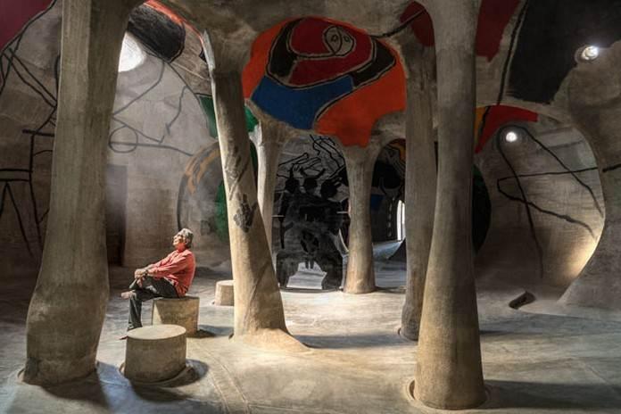 अमदावद नी गुफा अहमदाबाद, भारत में एक भूमिगत आर्ट गैलरी है।