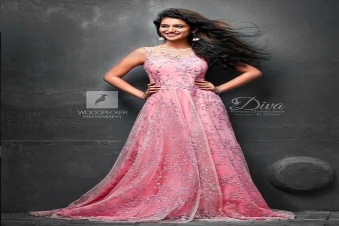 प्रिया पिंक कलर के गाउन में बेहद खूबसूरत नजर आ रही हैं। इस तस्वीर को देखने के बाद फैंस प्रिया की किसी राजकुमारी से तुलना कर रहे हैं।
