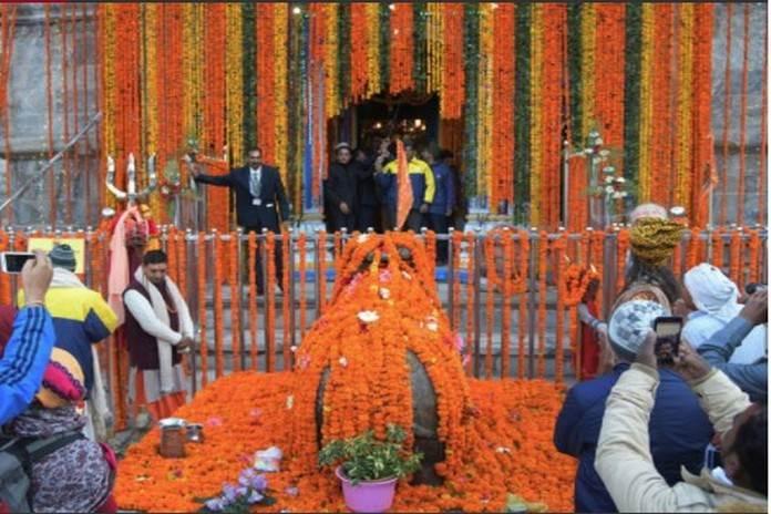 मंदिर में शुरू हुई आरती व पूजा